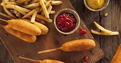 These tasty corn dogs taste just like the carnival classic you loved as a kid. Now you can enjoy this nostaligic treat from you own home and share it with your family. Dog Food Recipes, Snack Recipes, Cooking Recipes, Finger Food Appetizers, Finger Foods, Corn Dogs, Meal Deal, Dinner Dishes, Tasty Dishes