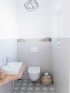 Stylische Toilette im Naturlook - Bilder und mehr Bäder >>