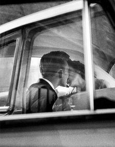 prettygirlsandbourbon: New York. (1955). Photographed by Eliot Erwitt. Pretty Girls & Bourbon
