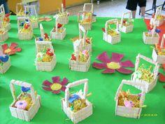 I cestini sono fatti con le mezze mollette di legno, 5 per lato, incollate con colla vinilica e lucidate.