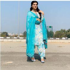 Punjabi Salwar Suits, Patiala, Salwar Kameez, Stylish Dress Designs, Stylish Dresses, Instagram Fashion, Style Instagram, Salwar Pattern, Punjabi Suits Designer Boutique