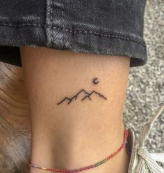 7 tattoo trends that crave in 2019 - Tatoveringer 7 tattoo trends, . - 7 tattoo trends that crave 2019 – Tatoveringer 7 tattoo trends, … – 7 tattoo trends that crav - Tattoo Girls, Tiny Tattoos For Girls, Cute Small Tattoos, Pretty Tattoos, Mini Tattoos, New Tattoos, Awesome Tattoos, Small Foot Tattoos, Simple Tattoos For Women
