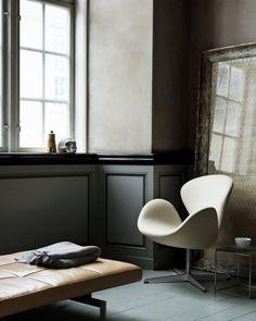 lifeonsundays:  Arne Jacobsen´s Swan lounge chair (1958), PK71 side table and PK80 daybed, both by Poul Kjærholm 1957. / Verket Interior