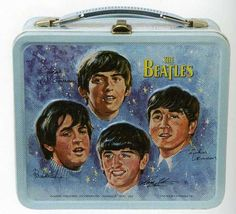 Made in if you had this Beatles lunch box you would be the coolest kid in the cafeteria. Light turquoise blue with the heads of all four Beatles on the front with their signatures below. You've got Ringo, George, Paul, and John. Retro Lunch Boxes, Lunch Box Thermos, Tin Lunch Boxes, Metal Lunch Box, Tin Boxes, Whats For Lunch, Out To Lunch, Diy Vintage, Vintage Toys