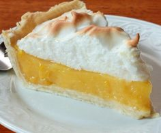 Fluffy meringue topped over a sweet and tangy, creamy lemon custard! Enjoy this delicious recipe for Classic Lemon Meringue Pie! Köstliche Desserts, Dessert Recipes, Pie Recipes, Sweet Recipes, Lemon Meringue Pie, Meringue Cake, Food Test, Bakery, Sweet Treats