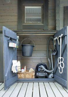 kuva Pallet Crafts, Wood Crafts, Outside Living, Summer Garden, Log Homes, Cottage Style, Exterior Design, Diy Projects, Home Appliances