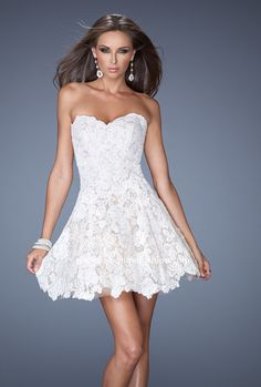 Love White #LaFemmeBoutique #PromFashion #Shortdress