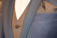 Hand stitching on the lapel works for casual and summer suits http://www.raatalistudio.fi/