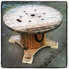 This is a wire spool made into a dining table. Although not a pallet it is a shipping medium as well. This project is something all you DIYers can do!!!! More information at Whimsical Willy / CDBG Designs website !… Furniture Projects, Pallet Projects, Pallet Furniture, Woodworking Projects, Outdoor Projects, Upcycling Projects, Wire Spool Tables, Cable Spool Tables, Spools For Tables