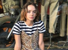 colour is the new black Casey Atypical, Pretty People, Beautiful People, Cool Attitude, Brigette Lundy Paine, Winter Looks, Winter Style, Lady And Gentlemen, Woman Crush