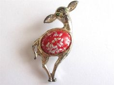 VINTAGE 50 S GOLD TONE RED CONFETTI LUCITE DEER FAWN BAMBI BROOCH