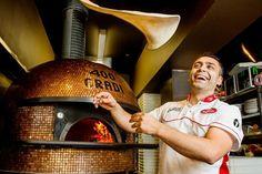Pizza com 99 tipos de queijo faz sucesso na Austrália - http://chefsdecozinha.com.br/super/noticias-de-gastronomia/pizza-com-99-tipos-de-queijo-faz-sucesso-na-australia/ - #400Gradi, #Australia, #Pizza, #Superchefs
