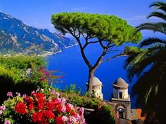 AMALFI COAST The Amalfi Coast is one of the most beautiful region of Italy. Incredible sea views from romantic towns, fresh italian cuisine and wines, luxury hotels and a classical car are the perfect combination for an unforgettable honeymoon.