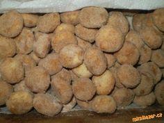 PEČENÉ MANDLOVÉ CUKROVÍ -300g hladké mouky 40g moučkového cukru 120g mletých mandlí 220g másla 2 žloutky skořicový cukr nebo cukr moučka plus mletá skořiceKULIČKY..SUPERRYCHLÉ