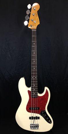 Bass Guitar - Are You Presently Unfamiliar With The Guitar? Custom Bass Guitar, Fender Bass Guitar, Bass Ukulele, Guitar Shop, Fender Guitars, Cool Guitar, Acoustic Guitar, Fender Japan, Cheap Guitars