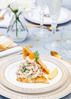 Toast with marinated salmon - Clean Eating Snacks Swedish Recipes, Greek Recipes, Quick Recipes, Summer Recipes, Pain Au Levain, Marinated Salmon, Toast, Skagen, Exotic Food