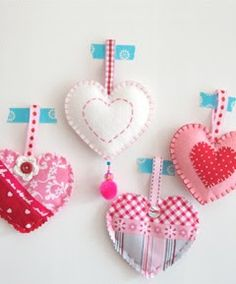 Made by Petra. Diy Craft Projects, Sewing Projects, Diy Crafts, Diy Christmas Ornaments, Holiday Crafts, Felt Ornaments, Valentine Heart, Valentines, Fabric Hearts