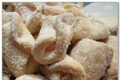 Retete Culinare - Cornulete cu rahat (reteta de post) Romanian Desserts, Romanian Food, Vegan Sweets, Delish, Biscuits, Sweet Treats, Deserts, Good Food, Veggies