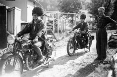 https://flic.kr/p/kq6yPz | To menn på på motorsykkel. Two men on bikes. Norway. | fotoarkiv@perspektivet.no, 2013. PEM-BYM-00201. Foto: Ukjent fotograf.  Har du mer informasjon om dette bildet? Kontakt: fotoarkiv@perspektivet.no  creativecommons.org/licenses/by-nc-nd/2.0/deed.en