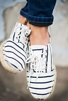 There is 0 tip to buy shoes, espadrilles, summer shoes, stripes. Help by posting a tip if you know where to get one of these clothes. Cute Shoes, Me Too Shoes, Cute Casual Shoes, Comfy Casual, Trendy Shoes, Trendy Outfits, Estilo Navy, Crazy Shoes, Mode Inspiration