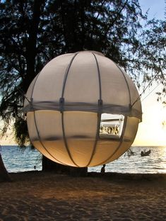 THE SPHERICAL TREEHOUSE YOU CAN HANG ANYWHERE