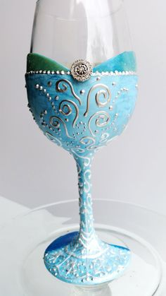 Beautiful Queen Elsa wine glass! The perfect 21st birthday gift or college graduation gift! Best friend approved!