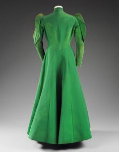 Evening coat (image 2) | Charles James | American | 1936 | silk grosgrain | Victoria & Albert Royal Museum | Museum #: T.420-1977