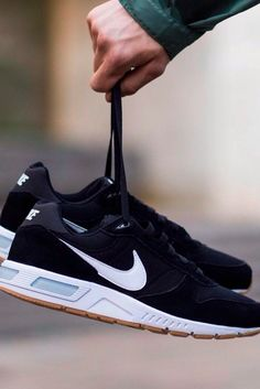 Sneakers – High Fashion For Men Nike Casual Shoes, Tenis Casual, Casual Sneakers, Sneakers Fashion, Nike Shoes, Fashion Shoes, Sneakers Nike, Mens Fashion, Dream Shoes
