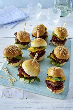 Unser beliebtes Rezept für Mini-Burger und mehr als 55.000 weitere kostenlose Rezepte auf LECKER.de. Tapas Party, Snacks Für Party, Mini Burger Buns, Burger Party, Low Carb Burger, Brunch Buffet, Party Buffet, Nachos, Appetizers For Party