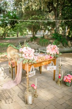 Outdoor Vintage Inspired Wedding with a Hint of Glam - Aisle Perfect