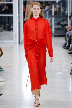 Y/Project Spring 2018 Ready-to-Wear Fashion Show Collection Red Fashion, Couture Fashion, Spring Fashion, Fashion Outfits, Fashion Weeks, Ladies Fashion, Festival Outfits, Festival Fashion, Vogue Paris