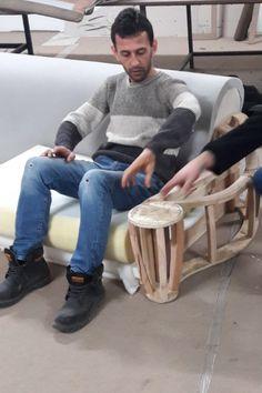 Sofa Furniture, Sofa Chair, Luxury Furniture, Living Room Turquoise, Sofa Frame, Diy Sofa, Diy Crafts For Gifts, Sofa Design, Upholstery