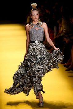 SPFW: André Lima aposta na modelagem impecável para o verão 2013