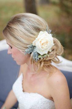 Penteado de noiva com flores