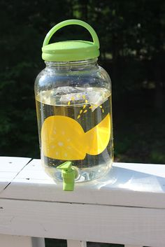 Momma's Fun World: DYI sun/fruit tea with the kids Projects For Kids, Project Ideas, Sun Tea, Fruit Tea, Fun World, Beverages, Drinks, Good Enough To Eat, Activities To Do