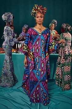 190307 Mm Vlisco Nigeria 002 682 Lb - love the outfit to the left African Inspired Fashion, African Print Fashion, African Fashion Dresses, Fashion Outfits, African Outfits, African Clothes, Lookbook Mode, Fashion Lookbook, Ghana Fashion