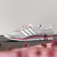 Adidas SL 72 Grey / White Credit : Asphaltgold — #adidas #sl72 #sneakerhead #sneakersaddict #sneakers #kicks #footwear #shoes #fashion #style Latest Sneakers, Women's Sneakers, Custom Sneakers, Custom Shoes, Sneakers Fashion, Adidas Sl 72, Footwear Shoes, Grey And White, Kicks