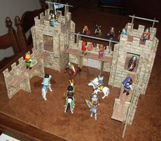 DIY castle for playmobil knights - for Free! (Website in Dutch)