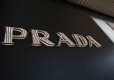 Prada es una firma italiana de moda. Fundada por Mario Prada en 1913 como Fratelli Prada, la firma dio un giro radical con la llegada a la gerencia de Miuccia Prada, nieta del fundador, en 1978