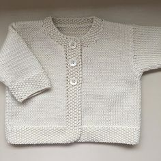 Baby Emily Knitting pattern by Stella AckroydA classic DK weight baby cardigan with elegant features and classic styling.Daisies new knitting mills till 2015 absolutely klein new favorite cardigan and a striped lama – ArtofitThis double knitting ya Baby Emily, Baby Cardigan Knitting Pattern, Knitting Yarn, Knitted Baby Cardigan, Baby Knitting Patterns Free Newborn, Wool Yarn, Cardigan Bebe, Toddler Sweater, Knit Baby Sweaters