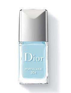 Dior http://www.marie-claire.es/belleza/maquillaje/fotos/16-esmaltes-de-unas-para-este-verano/dior28