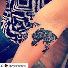 Helemaal gelukkig met m'n nieuwe tattoo! #Repost @ladylucktattoos with @repostapp. ・・・ # #worldmap #worldmaptattoo #lacetattoo #traveltattoo #globetrotter #atlas #map #travel #worldtravel #girltattoo #globe_travel_ #tattoo #tattooshop #wanderlust