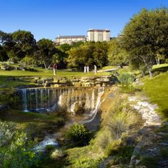 Experience the best golf in Texas with one of our Barton Creek Golf packages. With the #1 and #2 rated courses in Texas, Barton Creek boasts 4 courses, quality service and breathtaking scenery!