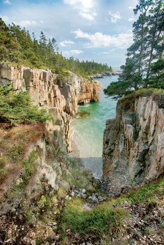 An hour's drive from Bar Harbor, on the far side of Frenchman Bay, the already-scenic Schoodic Peninsula is now even more inviting. Maine Road Trip, East Coast Road Trip, Us Road Trip, Arcadia National Park, Us National Parks, Places To Travel, Places To See, Park Pictures, Scenic Photography