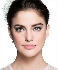 Weddin season approaching! My favourite brand for wedding make up, here are some brilliant tips from Bobbi. Try the lipstick shade: Sandwash pink, Kate Middleton used it on her wedding day - a classic rosy pink that looks great in pictures!