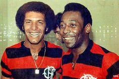 """Júnior e Pelé. Júnior fez gol na decisão do Campeonato Carioca de 1991, quando estava com 37 anos. Na ocasião, o """"Maestro"""" marcou o último gol do jogo, na vitória por 4 x 2 sobre o Fluminense, que deu o título estadual para o Flamengo."""