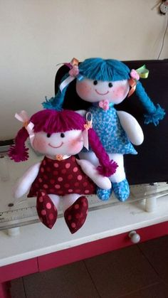 Simple fabric dolls Doll Clothes Patterns, Doll Patterns, Clothing Patterns, Pretty Dolls, Beautiful Dolls, Homemade Dolls, Sock Animals, Sewing Dolls, Diy Pillows