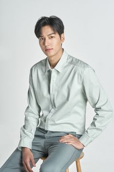 plans to appoint Lee Min-ho, a global hallyu star, as a promotional model for its hotel, to market various global stars to domestic and foreign consumers and build a brand recognition map. Lee Min Ho Family, Le Min Hoo, Lee And Me, Lee Min Ho Photos, Promotional Model, Kim Go Eun, New Actors, Boys Over Flowers, Lee Jong Suk