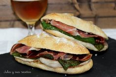 Ideas que mejoran tu vida Gourmet Sandwiches, Sandwiches For Lunch, Delicious Sandwiches, Croissant, Coffee Drink Recipes, Coffee Drinks, Pizza Sandwich, Tacos And Burritos, Brunch Buffet