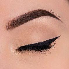 accessories, patterns, and pink image How To Apply Eyeliner, Gel Eyeliner, Winged Eyeliner, Applying Eyeliner, Makeup Tips, Beauty Makeup, Eye Makeup, Makeup Ideas, Instagram Bio